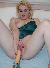Blonde bbw model in bed showing off her succulent pink gash by cramming it with a dildo live